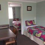 motel room signle beds